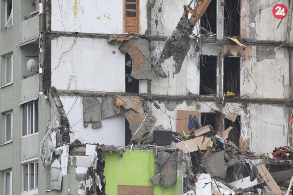 FOTOZÁBERY druhého dňa búracích prác zničenej prešovskej bytovky