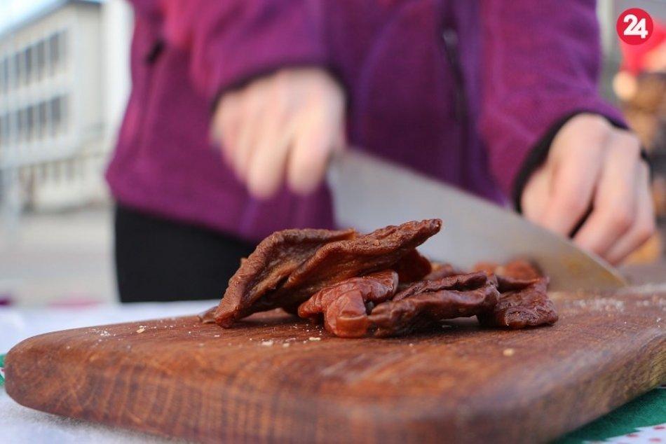 Partia priateľov varila vegánsku kapustnicu na žiarskom námestí