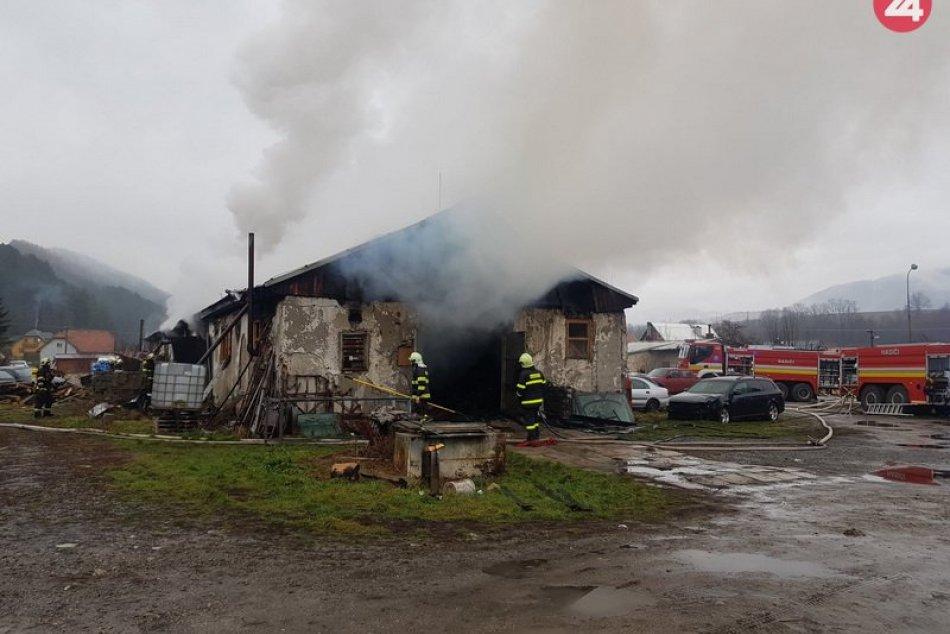Tri desiatky hasičov likvidovali požiar pri Žiline