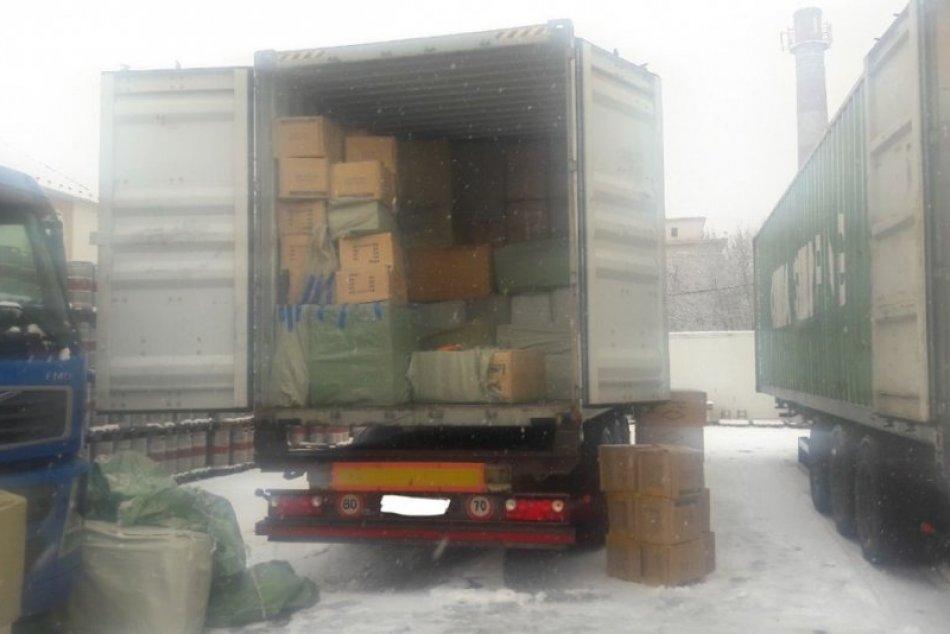 Colníci zaistili vyše 2 milióny kusov nezákonne privezeného tovaru