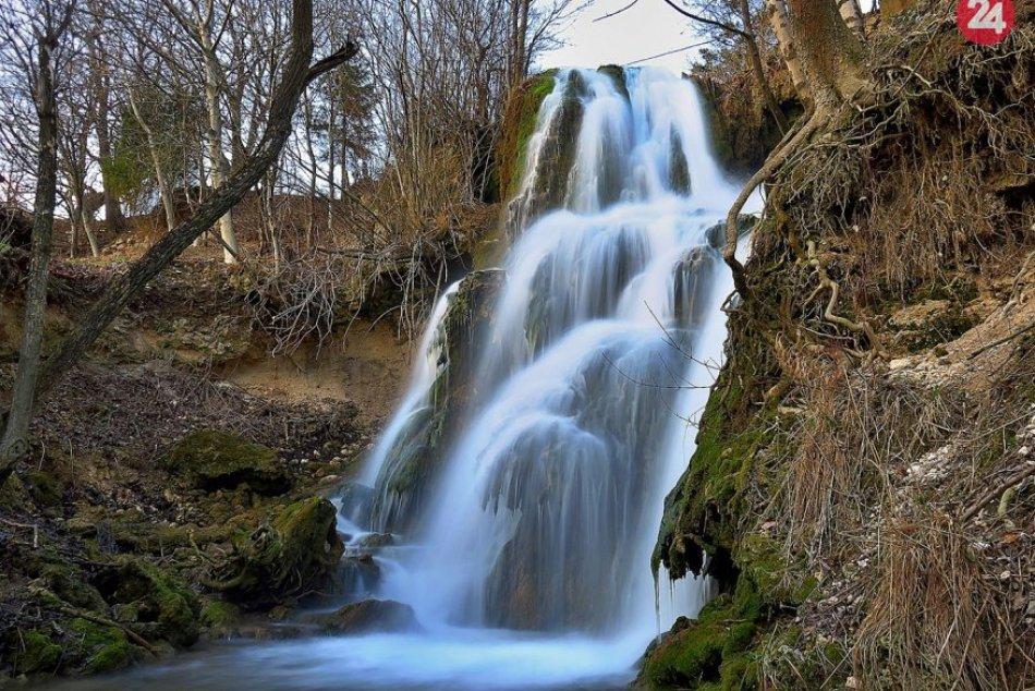 Obrazom: Jedinečný vodopád a priamo medzi domami
