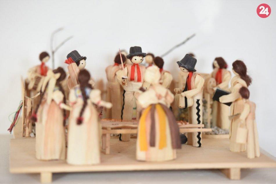 Výstava figúrok zo šúpolia