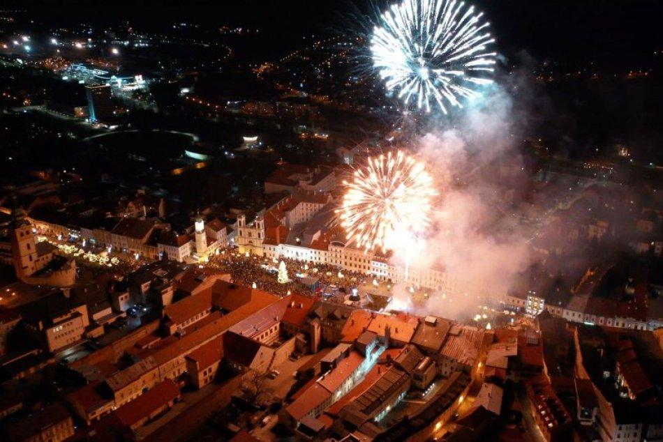V OBRAZOCH: Novoročný ohňostroj v Bystrici zachytený dronom
