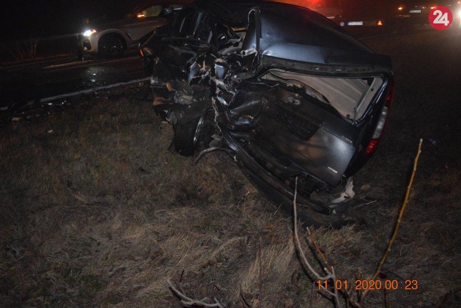 Mladý muž (30) ostal zakliesnený medzi dvoma autami: Má doživotné následky, FOTO