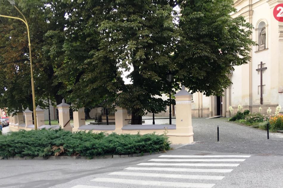 Obrazom: Obnova historického oplotenia na Františkánskom námestí