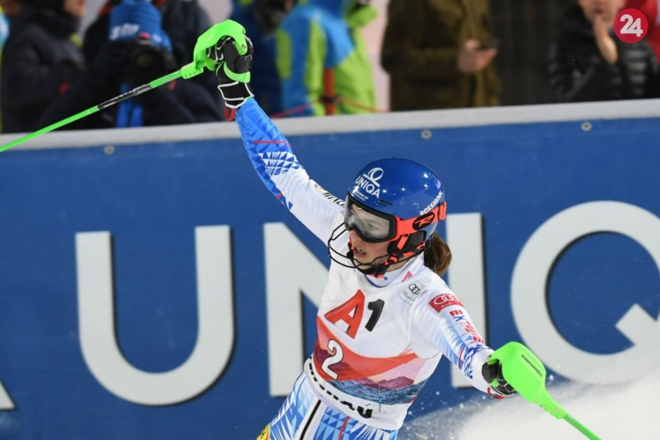 V OBRAZOCH: Petra Vlhová sa teší z víťazstva v nočnom slalome vo Flachau