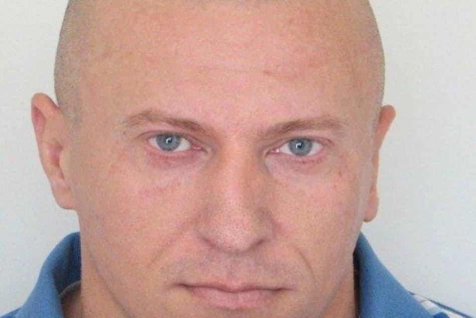 FOTO: Polícia pátra po po 44-ročnom Karolovi Titzem z Považskej Bystrice