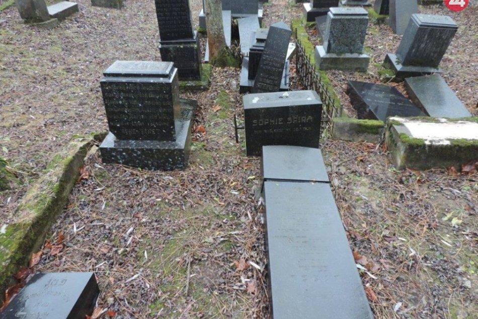 Zničený židovský cintorín v Rajci: Na svedomí ho má hŕstka detí