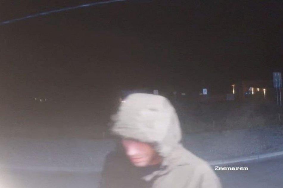 Žilina: Polícia zháňa muža na záberoch z kamier
