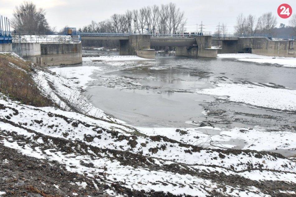 Poškodený most cez rieku Laborec medzi mestom Strážske v okrese Michalovce