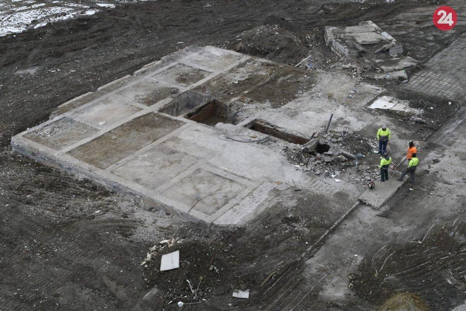 Obrazom: Zo zničenej bytovky v Prešove ostala len základová doska