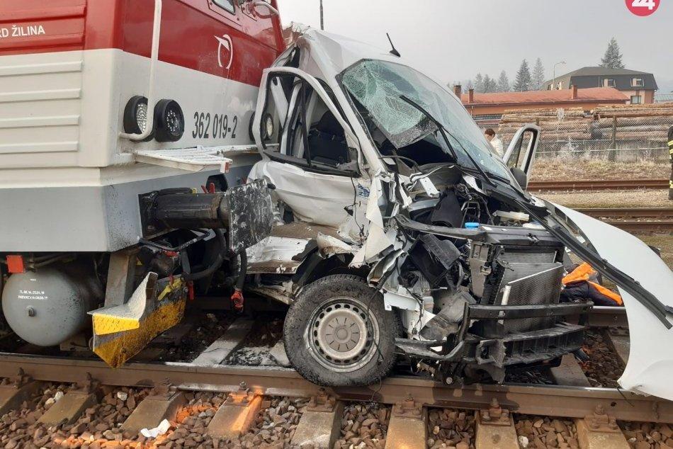 Tragédia na priecestí: Zrážka vlaku a dodávky v Žarnovici
