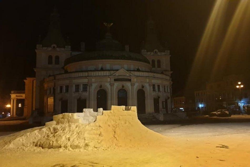 OBRAZOM: V Spišskej vzniká snežný hrad