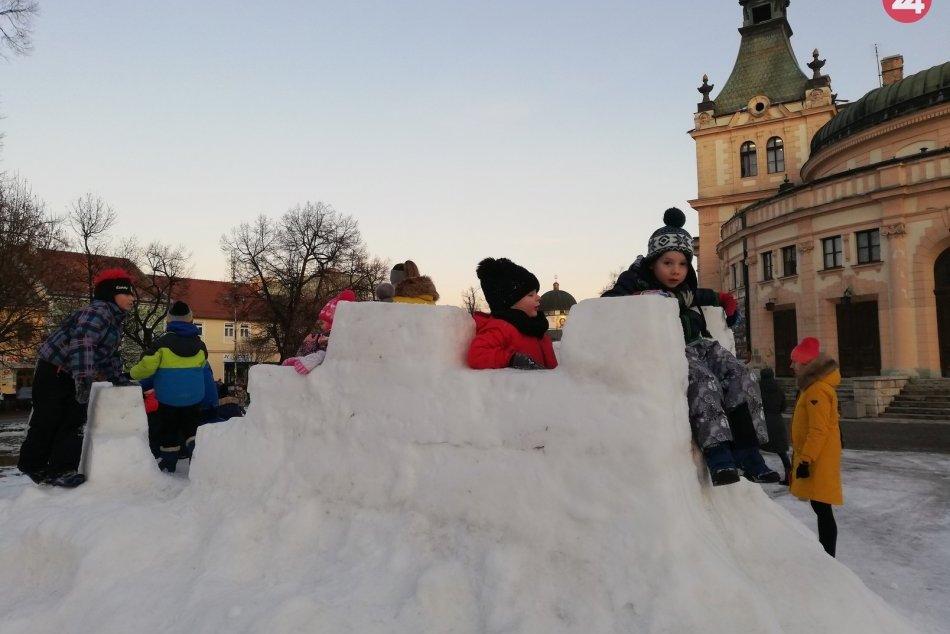 OBRAZOM: Najmenší si užívajú sneh priamo v centre Spišskej