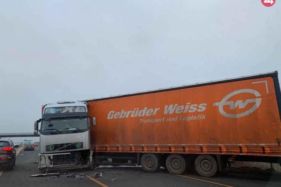 Na D1 za Zelenčom smerom do Trnavy sa skrížil kamión