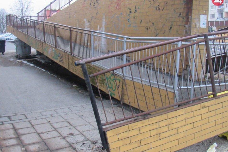 Obrazom: Odstraňovali zrútenú plošinu na Švábskej ulici