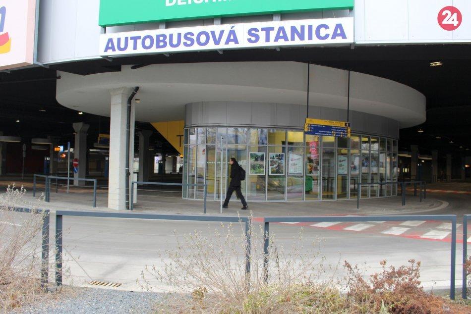 V OBRAZOCH: Prázdne nástupištia na bystrickej autobusovej stanici