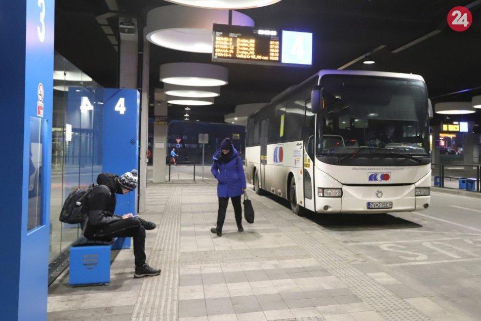 V OBRAZOCH: Spustenie premávky prímestských autobusových spojov v Bystrici