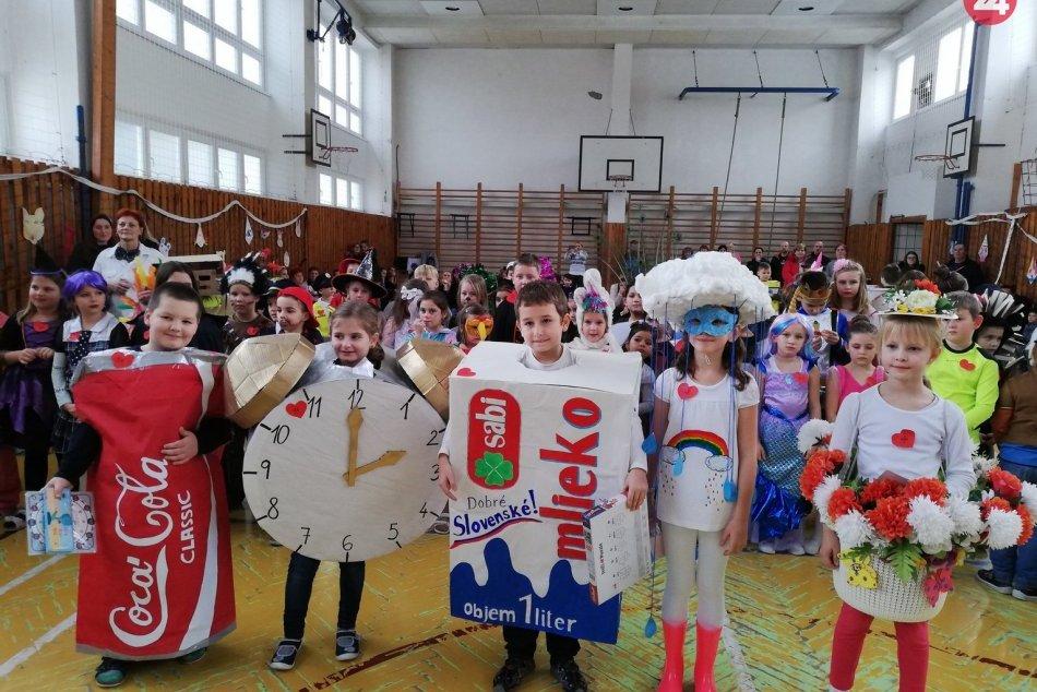 Originálne masky predviedli žiaci ZŠ Hutníckej na svojom karnevale