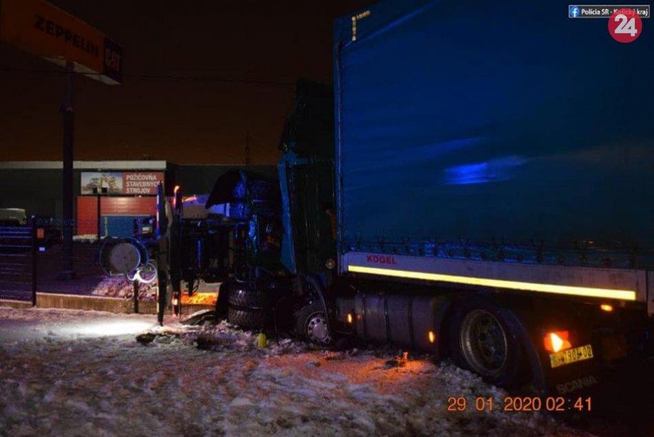 V Šaci sa zrazilo vozidlo zimnej údržby a nákladné motorové vozidlo