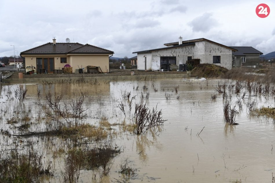 V Horovciach sa vylial miestny potok Suchlica: Pozrite FOTO priamo z miesta