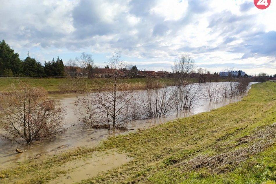 Hladina rieky Nitry v Nových Zámkoch stúpa