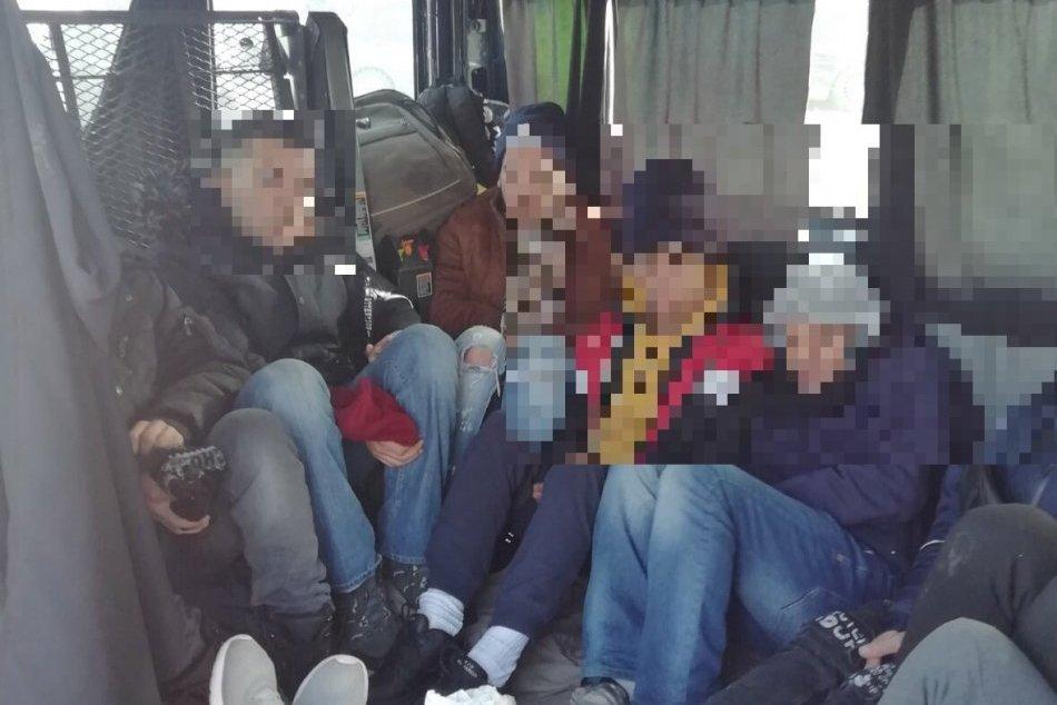 V Košiciach objavila polícia vo vozidle devät migrantov z Alžírska a Maroka