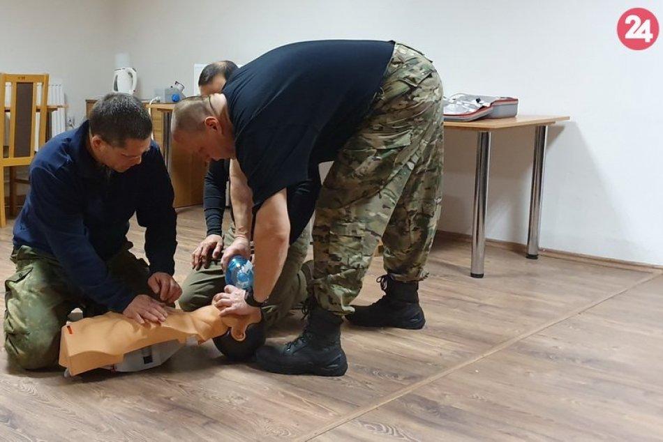 Policajti z Nových Zámkov absolvovali výcvik s kolegami z Prahy