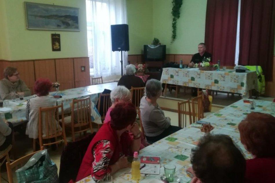 Obrazom: Preventívna aktivita polície pre seniorov v Rožňave