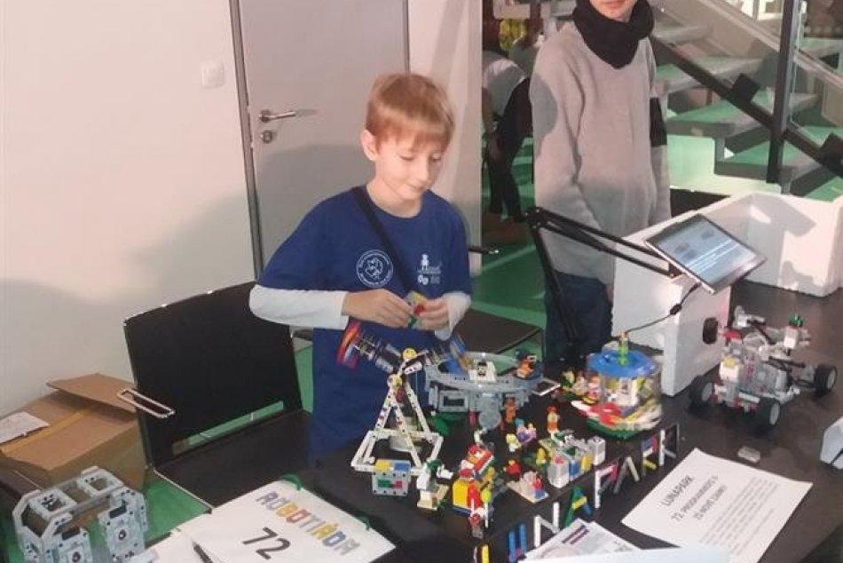 Školáci zo Zámkov zabodovali na robotiáde