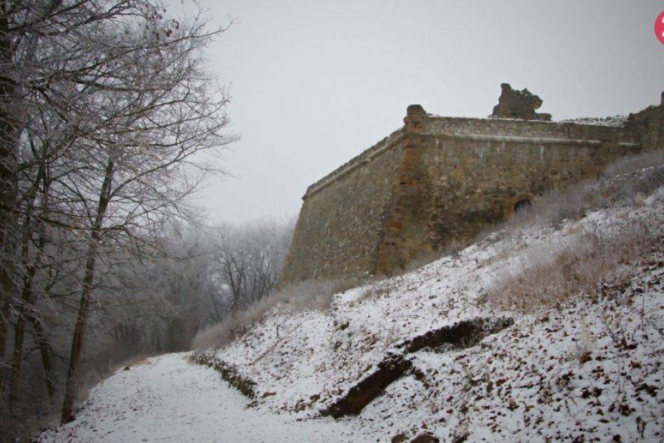Obrazom: Krásna príroda v zimnej verzii na Šarišskom hrade