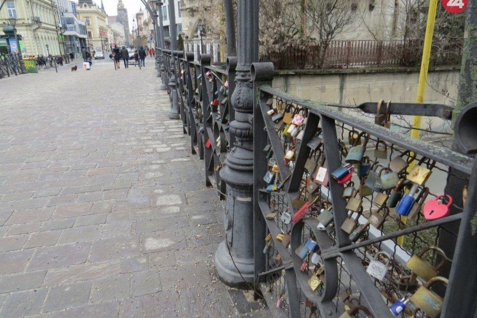 Košický most lásky má stovky symbolov lásky