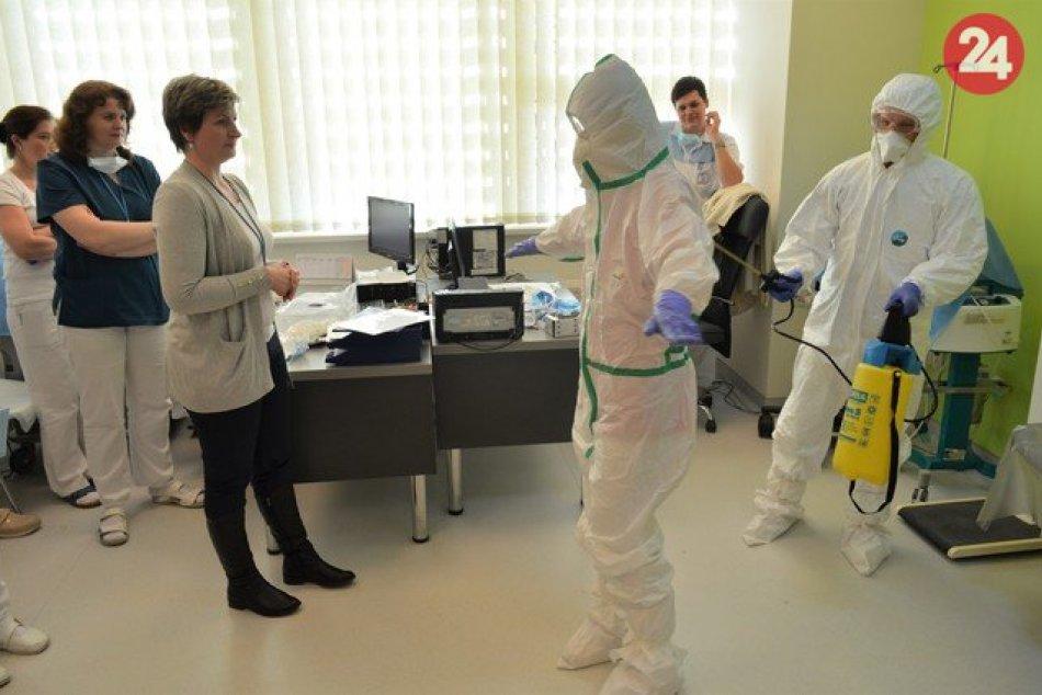 Obrazom: V Prešove nacvičovali príjem pacienta s podozrením na koronavírus