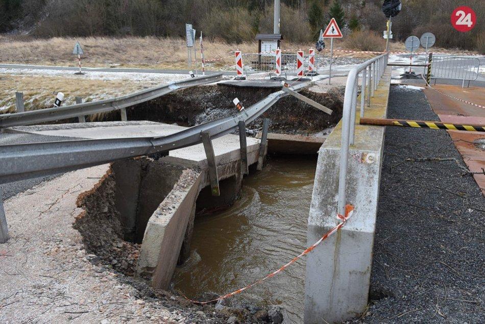 FOTO: Most do Lopušnej doliny strhla voda