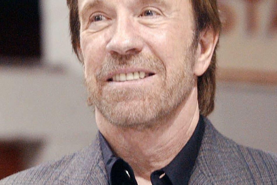 Chuck Norris má osemdesiat rokov