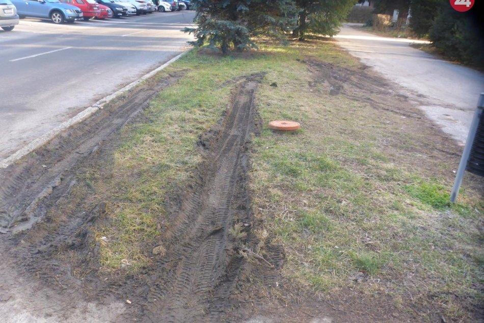 Pozor na parkovanie na zeleni vo Zvolene