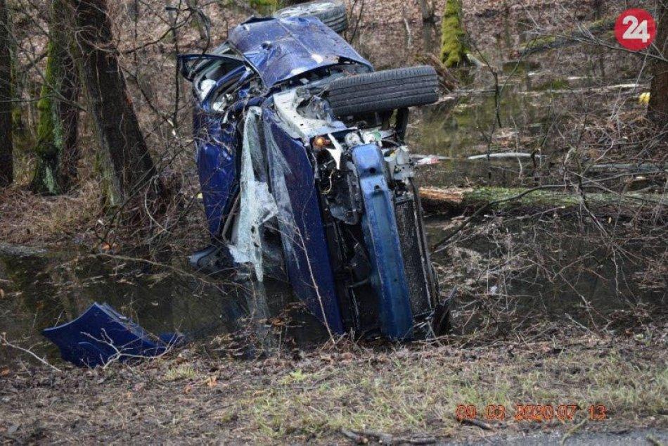 Hrozivo vyzerajúca nehoda sa obišla bez vážnych zranení