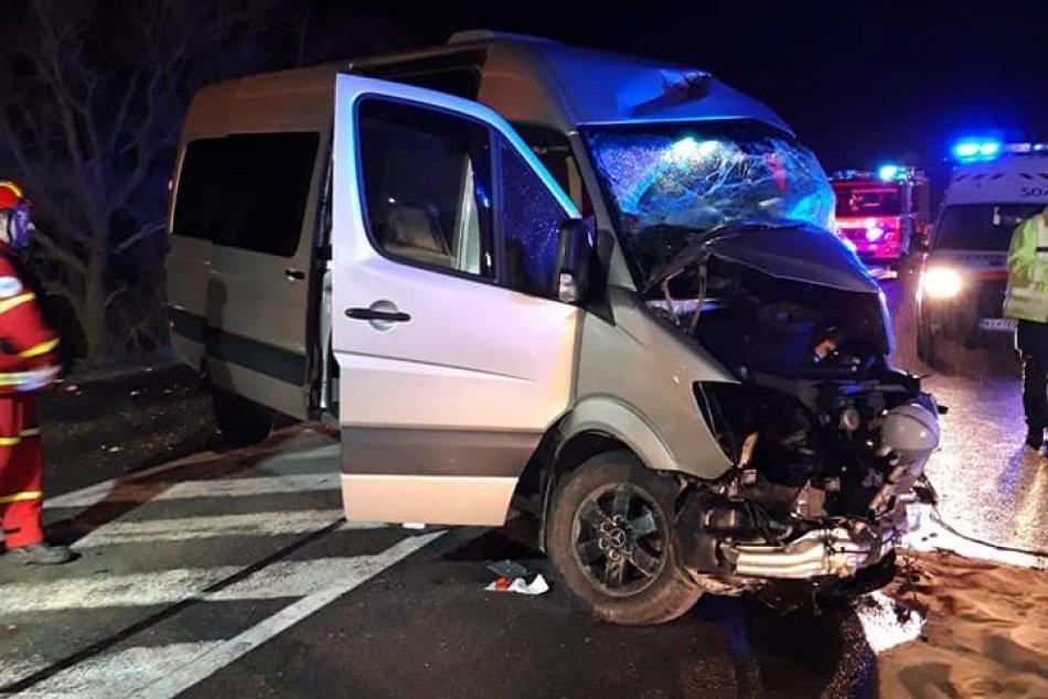 Zrážka autobusu a dodávky si vyžiadala životy