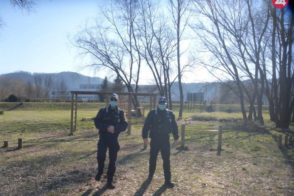 V OBRAZOCH: Mestskí policajti kontrolujú dodržiavanie prijatých opatrení