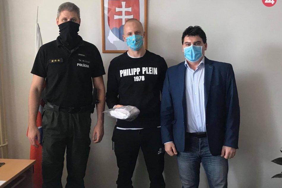 Žiar nad Hronom: Policajtom ušili rúška hokejista R. Puliš s manželkou
