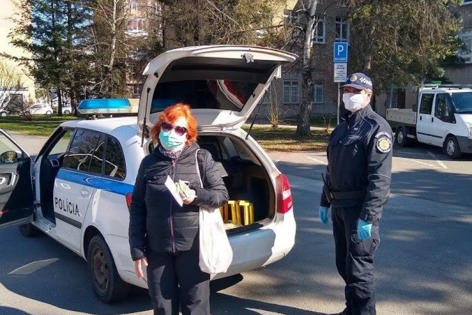 V OBRAZOCH: Mestská polícia pomáha Bystričanom v boji proti koronavírusu