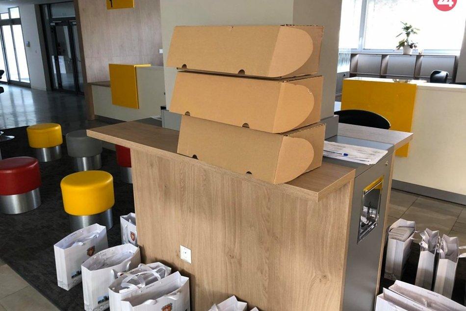 Šaľania s rúškami: Radnica rozdá tisícky kusov, FOTO