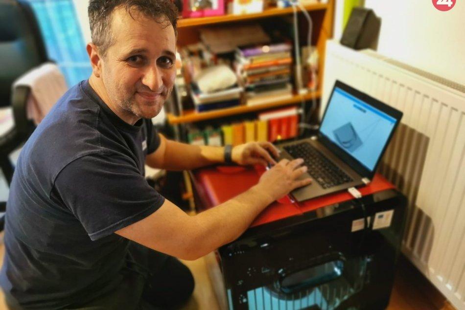 Na UKF vyrábajú na 3D tlačiarni štíty pre zdravotníkov