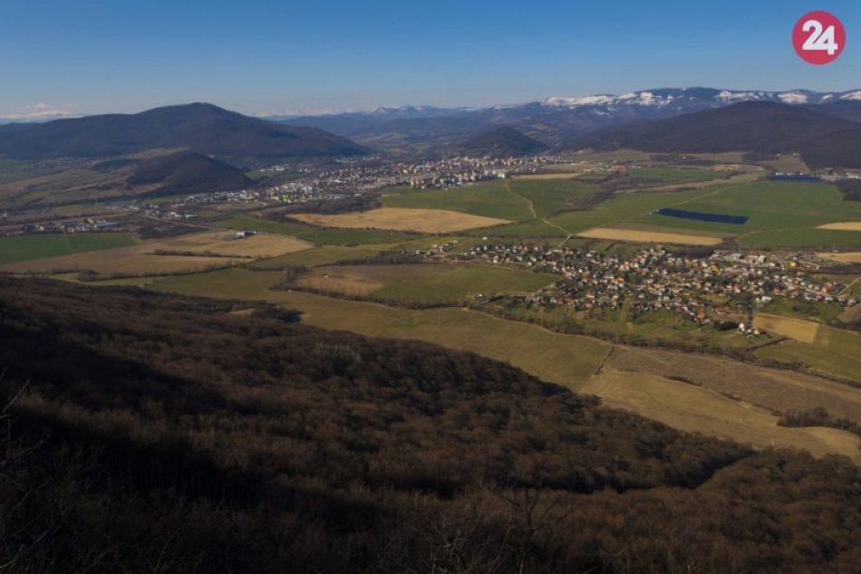 Obrazom: Panoráma Rožňavy a okolia z Dievčenskej skaly