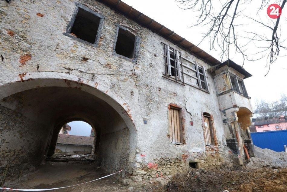 V OBRAZOCH: Schátraný kaštieľ na Uhlisku pod Kalváriou