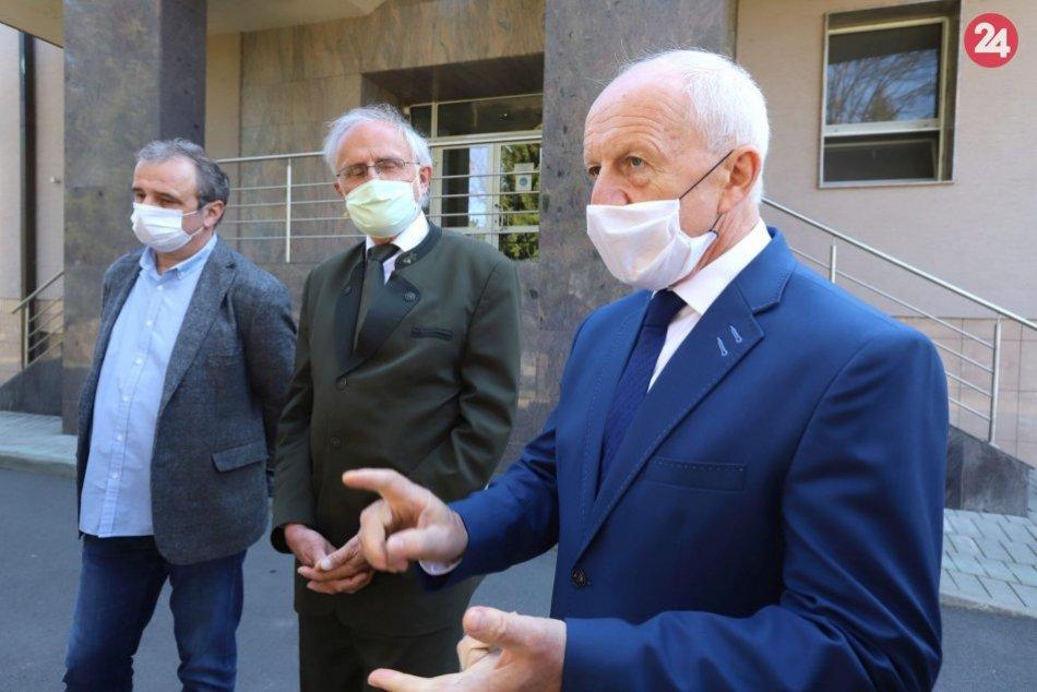 V OBRAZOCH: Štátni veterinári začínajú testovať občanov na koronavírus