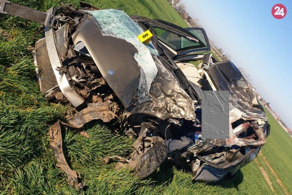 Tragická nehoda medzi obcami Veľké Lovce a Bešeňov