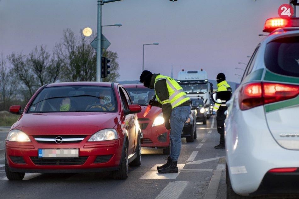Kolóny áut na cestách, obmedzenie pohybu