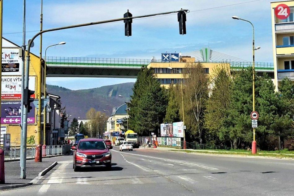 Obrazom: Najhorší úsek na rekonštruovanej ceste v Považskej preskočili