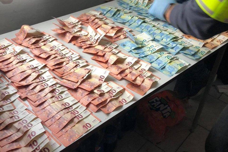 Dvojica Šaľanov skončila v policajnej cele: V Šali a okolí predávali drogy